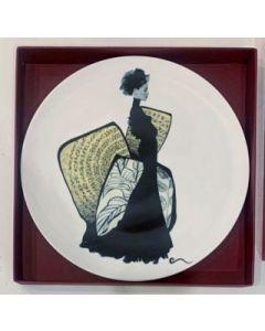 Ornella Micheli, Acta est fabula, piatto in porcellana bone china, diametro 28 cm