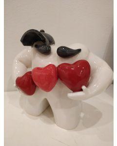 Rosa Olivares, Ragazzo appassionato, scultura in ceramica, h 18 cm
