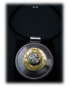 Simona Della Bella, collana Sun for Me, acciaio, metallo smaltato e meccanismo orologio antico