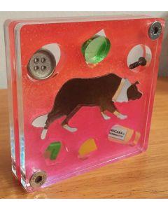 Renzo Nucara, Stratofilm (cane), Plexiglass, resine, oggetti, 10x10 cm, tratto dalla collezione The Gadget