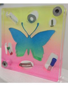 Renzo Nucara, Stratofilm (farfalla), Plexiglass, resine, oggetti, 10x10 cm, tratto dalla collezione The Gadget