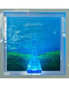 Andrea Morreale, Il silenzio delle cinque, olio su tavola, cristallo, 2 dl Blu Curaçao, illuminazione a led con controllo acustico, 63x63x15 cm