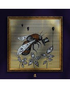 Aria Carelli, Bee Chapeau, china e acrilico su carta decorata con texture d'oro, 32x32 cm