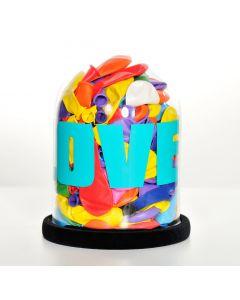 Erika Calesini, Micro Balloon Love Turquoise, Capsula in vetro con palloncini resinati, scritta turchese, base di velluto, h 22 cm