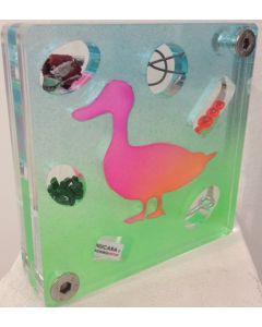 Renzo Nucara, Stratofilm (papera), Plexiglass, resine, oggetti, 10x10 cm, tratto dalla collezione The Gadget