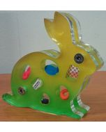 Renzo Nucara, Stratofilm (coniglio), Plexiglass, resine, oggetti, 15x13 cm, tratto dalla collezione The Gadget