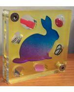 Renzo Nucara, Stratofilm (coniglio), Plexiglass, resine, oggetti, 10x10 cm, tratto dalla collezione The Gadget