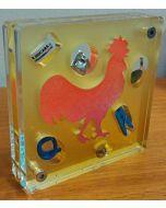 Renzo Nucara, Stratofilm (gallo), Plexiglass, resine, oggetti, 10x10 cm, tratto dalla collezione The Gadget