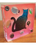 Renzo Nucara, Stratofilm (gatto), Plexiglass, resine, oggetti, 10x10 cm, tratto dalla collezione The Gadget